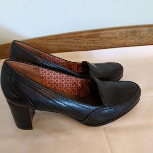 Naturalizer N5 comfort pumps, block heels. Leather